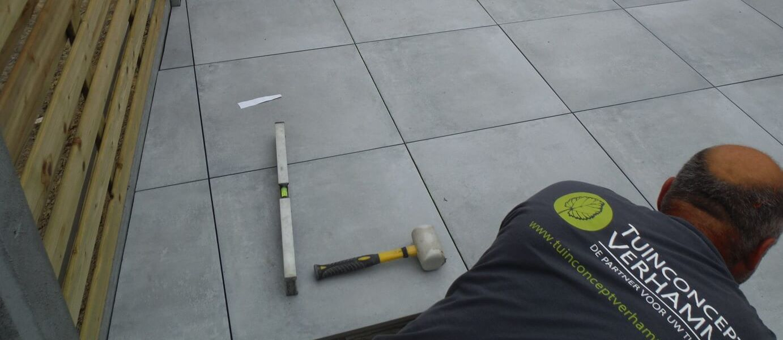 aanleg terras keramische tegels